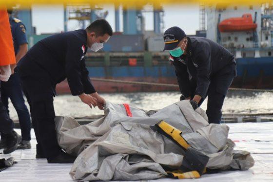 Pecahan Pesawat Sriwijaya Air