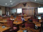 RAPAT: Suasana RDP terkait sengketa lahan antara warga Desa Sumber Makmur Kecamatan Telawang dengan PT BSP (Wilmar Grup) yang dilaksanakan pada Jumat (16/4/2021).BAHRI/KALTENG.CO