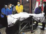 Jenazah Sabran Achmad saat tiba di rumah duka