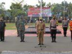DEKLARASI: Sekda Kapuas Septedy memimpin Apel Deklarasi Peniadaan Mudik Hari Raya Idulfitri 1442H/2021M di Lapangan Upacara Polres Kapuas, Senin (26/4/2021/).FOTO HUMAS