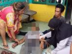 DIPERIKSA : Korban Saini saat diperiksa petugas medis