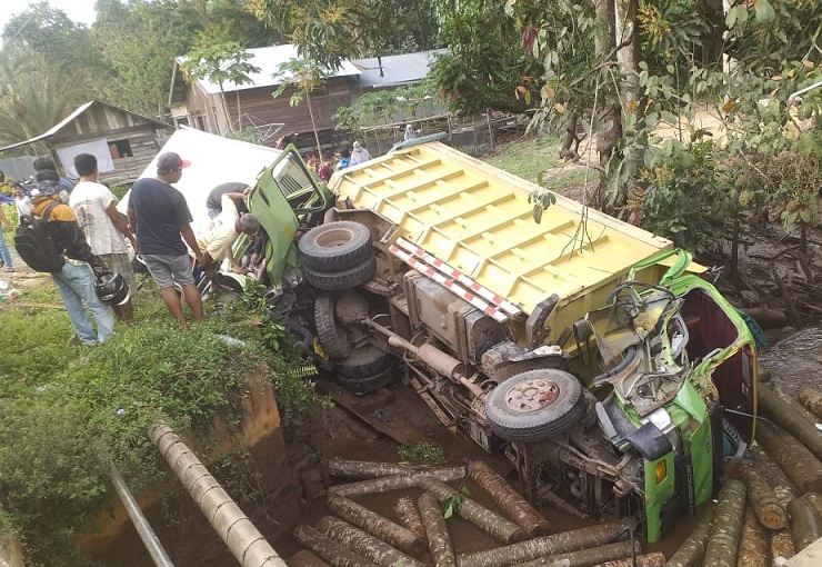 Kronologi Laka Maut di Jalan Trans Kalimantan