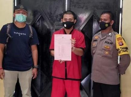Direktur PT Adhi Graha Properti Mandiri Arie Respati (tengah)