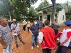 KUNJUNGAN: Bupati Kotawaringin Timur, H Halikinnor melakukan kunjungan ke Dusun Runting Tada, beberapa waktu lalu.FOTO:AJUDAN