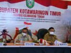 PIMPIN RAPAT: Bupati Kabupaten Kotim H Halikinnor saat memimpin rapat terkait peningkatan kasus Covid-19, belum lama ini.BAHRI/KALTENGPOS