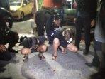 Dua remaja penabrak anggota polisi ketika berhasil diamankan, Jumat (11/6/2021) dini hari WIB. FOTO: OIQ/KALTENG.CO