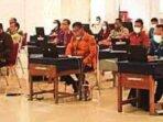 JAWAB SOAL: Para pelamar saat mengikuti seleksi terbuka JPT Pratama memperebutkan sembilan jabatan yang lowong