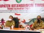 VIRTUAL: Bupati Kotim, H Halikinnor mendengarkan arahan Presiden RI Joko Widodo secara virtual di Kantor Diskominfo, Senin (9/7/2021)./HUMAS