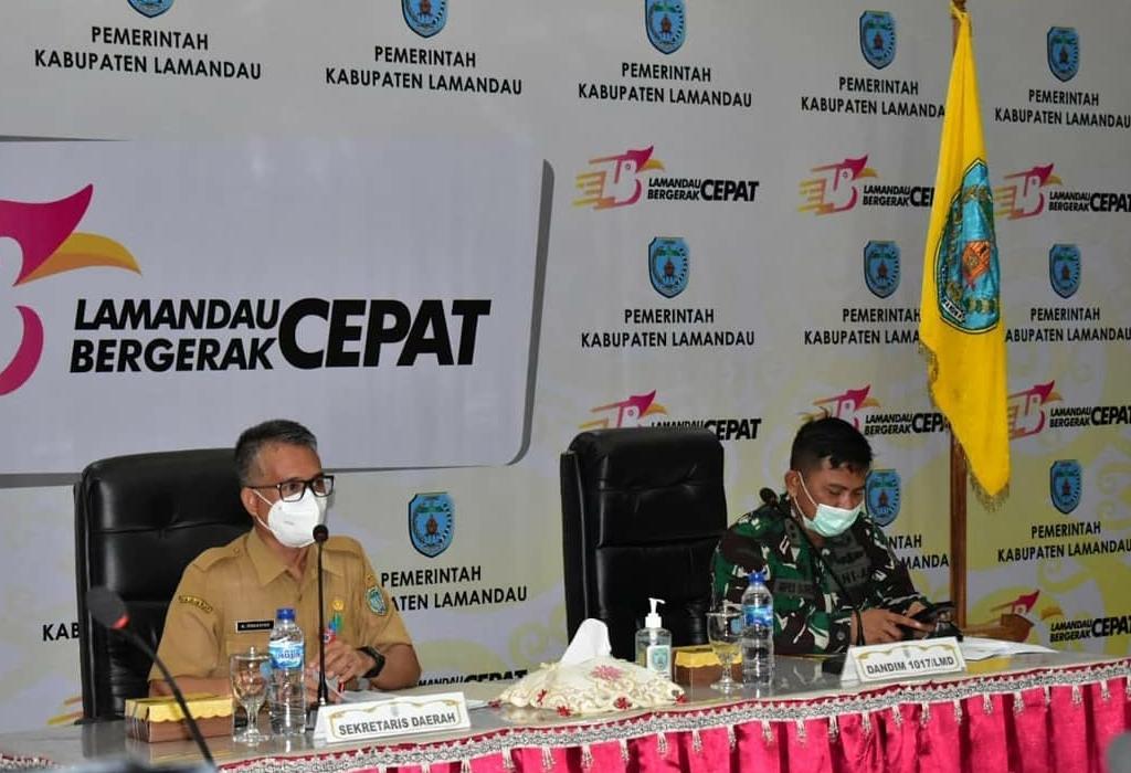 ARAHAN : Sekda Lamandau Muhamad Irwansyah (kiri) saat memimpin rapat koordinasi bersama lintas sektor, di Aula Setda Lamandau, belum lama ini./HUMAS