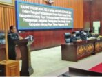 SAMPAIKAN SARAN: Juru Bicara Fraksi Demokrat Golongan Karya, Susilo menyampaikan pandangan umum, Rabu (21/7).