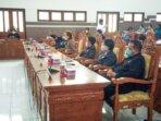 PARIPURNA : Kalangan anggota Dewan Perwakilan Rakyat Daerah Gunung Mas, saat mengikuti rapat paripurna dewan, beberapa waktu lalu. /DPRD