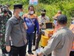 MEMANTAU : Bupati Gunung Mas Jaya Samaya Monong saat memantau ruas jalan Kuala Kurun-Palangka Raya, beberapa waktu lalu./KOMINFOSANTIK