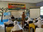 SOSIALISASI: Wakil Bupati Sukamara H Ahmadi saat memberikan sosialisasi tentang penerapan protokol kesehatan di lingkungan sekolah di masa pandemi Covid-19 belum lama tadi./humas