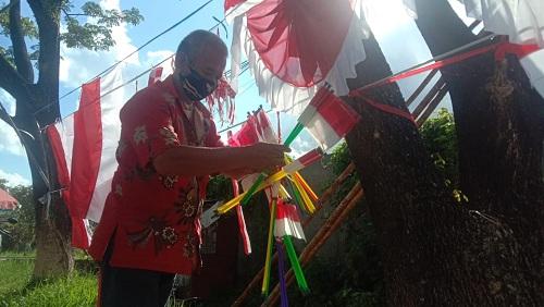 Penjual Bendera Sepi Pembeli