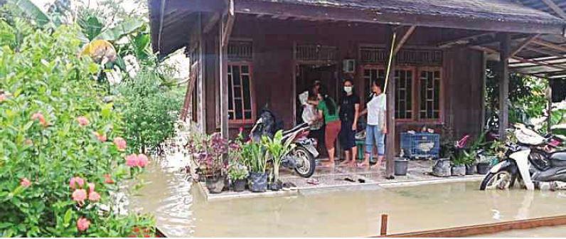 TERENDAM : Salah satu rumah warga yang terdampak banjir di Kuala Kurun, beberapa waktu lalu.