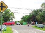 RAWAN KECELAKAAN : Simpang empat Jalan Bukti Keminting- Hendrik Timang ini rawang kecelakaan. Perlu ada pengaturan lalu lintas di lokasi ini.