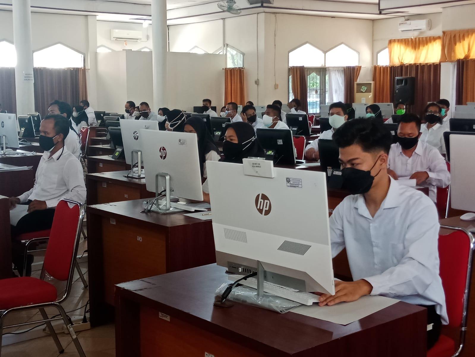 TES: Para peserta CASN saat mengikuti tes SKD ini BKPSDM Kotim, belum lama ini