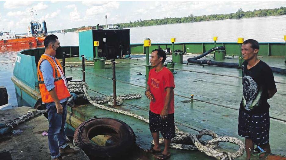 MENINJAU: Ketua Komisi IV DPRD Kotawaringin Timur Muhammad Kurniawan Anwar saat meninjau Pelabuhan Bagendang, beberapa waktu lalu.