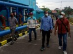 KUNJUNGI : Ketua Komisi IV DPRD Kotawaringin Timur Muhammad Kurniawan Anwar (paling kiri) beserta anggota Komisi IV lainnya, saat mengunjungi pengolahan air PDAM oleh pihak ketiga, belum lama ini./BAHRI