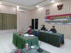 MENGIKUTI : Dandim 1016/Plk Kolonel Inf Rofiq Yusuf, S.Sos mengikuti Rapat Evaluasi Program Kerja (Progja) serta Anggaran Triwulan III Tahun Anggaran 2021 secara virtual, di Aula Makodim 1016/Plk, Selasa (19/10/2021).