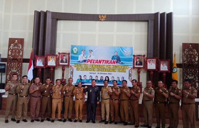 KEBERSAMAAN: Bupati Kabupaten Kotim H Halikinnor berfoto bersama dengan sejumlah Camat, belum lama ini.