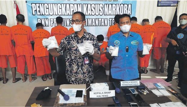 TANGKAPAN BESAR: 11 orang tersangka dengan barang bukti sekitar 1,2 kilogram sabu berhasil diamankan oleh BNN Provinsi Kalteng