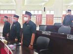 HADIRI RAPAT: Anggota DPRD Mura mengikuti rapat paripurna bersama Pemkab setempat di Gedung Dewan, belum lama ini.