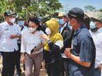 DISKUSI: Bupati pulang Pisau Pudjirustaty Narang (tiga dari kiri) saat di Desa Sei Pudak, Kecamatan Kahayan Kuala belum lama tadi.