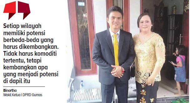 Wakil Ketua I Dewan Perwakilan Rakyat Daerah (DPRD) Kabupaten Gunung Mas Binartha foto bersama istrinya.