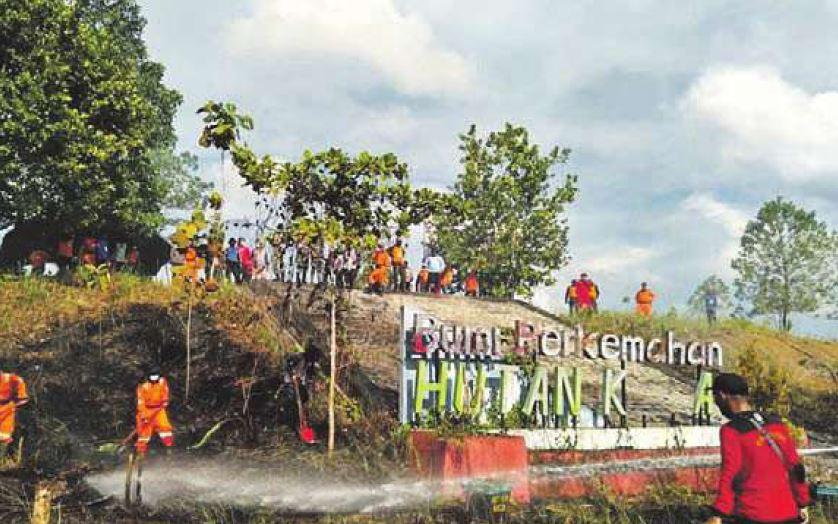 BERLATIH: Tim Gabungan melaksanakan latihan bersama terkait pencegahan Karhutla di Kabupaten Murung Raya, Rabu (6/10).